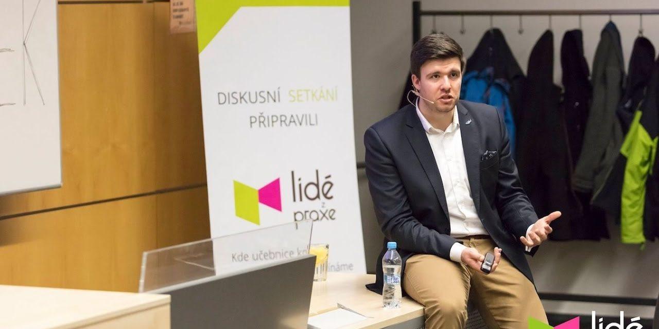 Petr Andrýsek – Nauč svou firmu plavat na vlnách sociálních sítí   LIDÉ Z PRAXE (video)