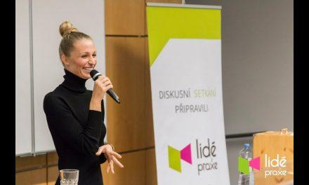 Veronika Kašáková – Z děcáku až na přehlídková mola | LIDÉ Z PRAXE (video)