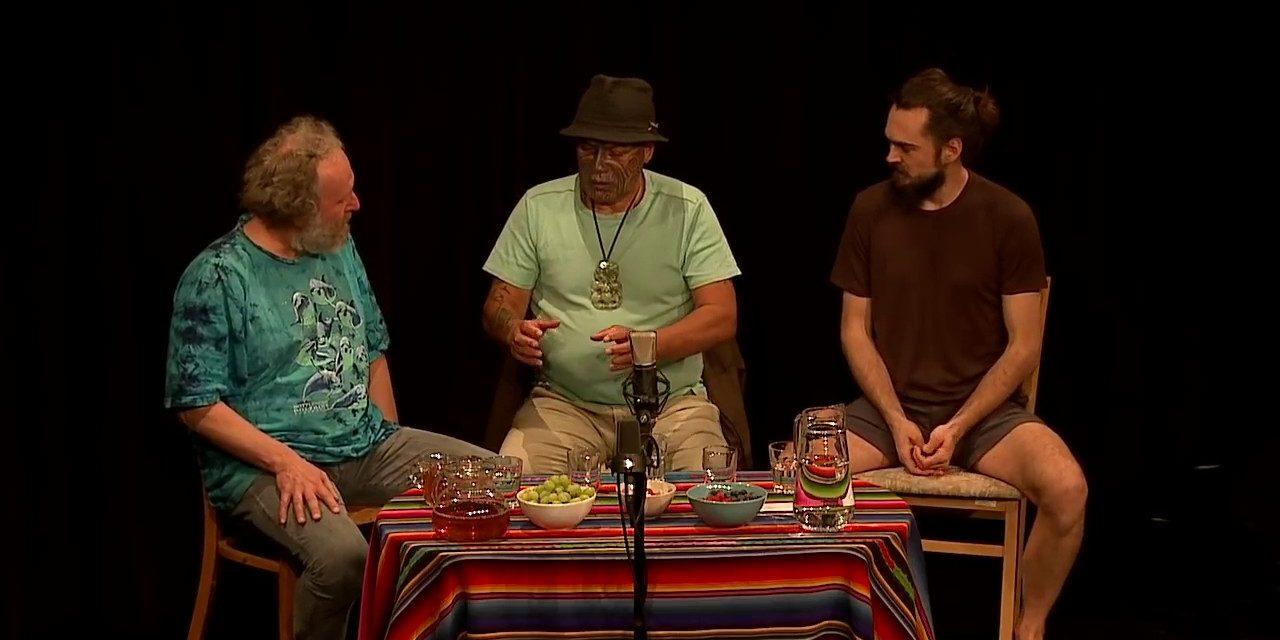 Duše K – tentokrát o maorské tradici těhotenství a porodu Hapatunga s Te Kahou (video)